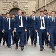 Víctor Valdés entouré des joueurs du FC Barcelone lors des obsèques de Tito Vilanova l'ex-entraîneur du Barça, en la cathédrale de Barcelone le 28 avril 2014