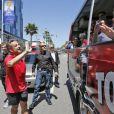 Exclusif - Nicolas Sarkozy se fait arrêter par un bus touristique du site d'infos people TMZ.com lors de son jogging à Beverly Hills, le 28 avril 2014. L'ancien président amusé par cette situation inattendue, salue les touristes et pose devant leurs objectifs.