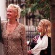Peaches Geldof et sa mère Paula Yates en 1998. Peaches Geldof est décédée le 7 avril 2014 à l'âge de 25 ans dans le comté du Kent.