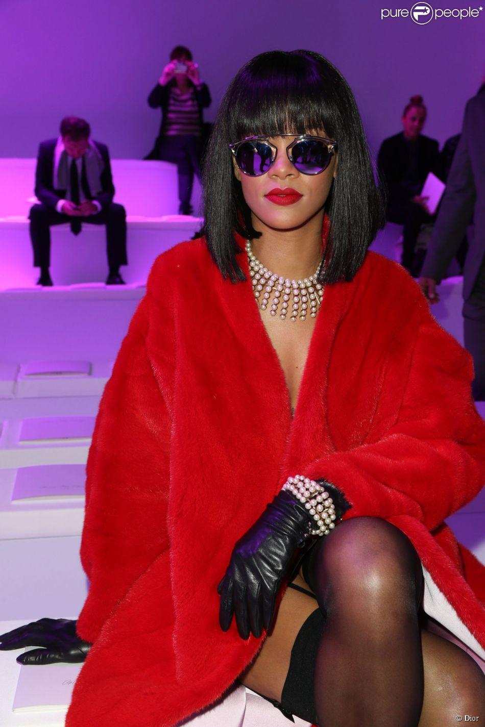 60575fa98e27a4 Rihanna aussi a succomb eacute  aux lunettes Dior So Real pour  compl eacute ter ...
