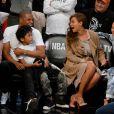 Jay-Z et son épouse Beyoncé Knowles assistent à la nouvelle rencontre des Miami Heats vs Brooklyn Nets à New York le 10 mai dans le cadre des Playoff