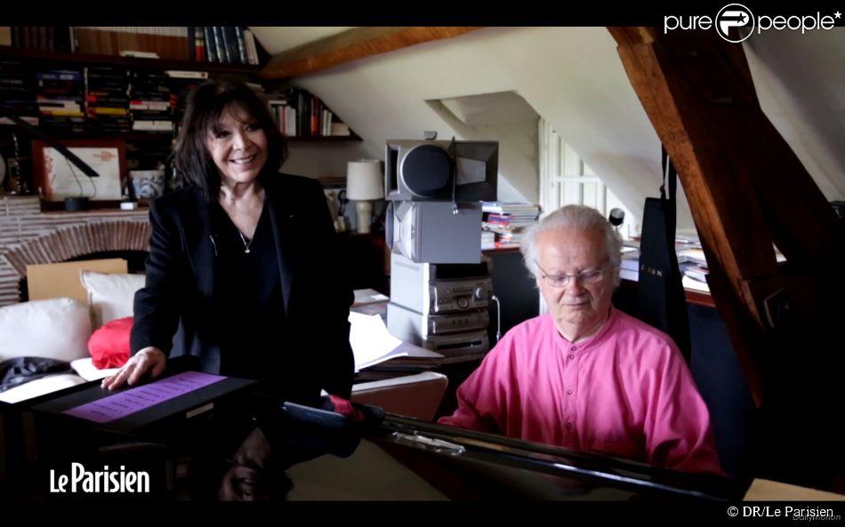 Juliette Gréco et son mari Gérard Jouannest répètent dans leur propriété de Verderonne dans l'Oise, mai 2014.