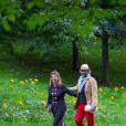 La princesse Märtha-Louise de Norvège et son mari Ari Behn dans le parc du palais royal à Oslo le 18 août 2013, pour une cérémonie dans le cadre des 40 ans de la princesse héritière Mette-Marit.