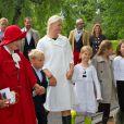 La famille royale de Norvège dans le parc du palais royal à Oslo le 18 août 2013, pour une cérémonie dans le cadre des 40 ans de la princesse héritière Mette-Marit.