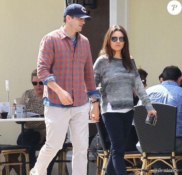 """Exclusif - Ashton Kutcher et sa fiancée Mila Kunis sont allés déjeuner au restaurant """"Sweet Butter"""" à Studio City. Le 22 mars 2014."""