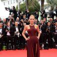 La comédienne américaine Blake Lively divine à son arrivée sur le tapis rouge du Festival de Cannes. La splendide égérie L'Oréal Paris a choisi une robe sexy pour fouler le red carpet. Cérémonie d'ouverture avec la projection du film Grace de Monaco. 14 mai 2014