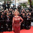 Jane Fonda, splendide à 76 ans dans une robe moulante rouge. L'actrice arrive à la projection du film Grace De Monaco le 14 mai 2014