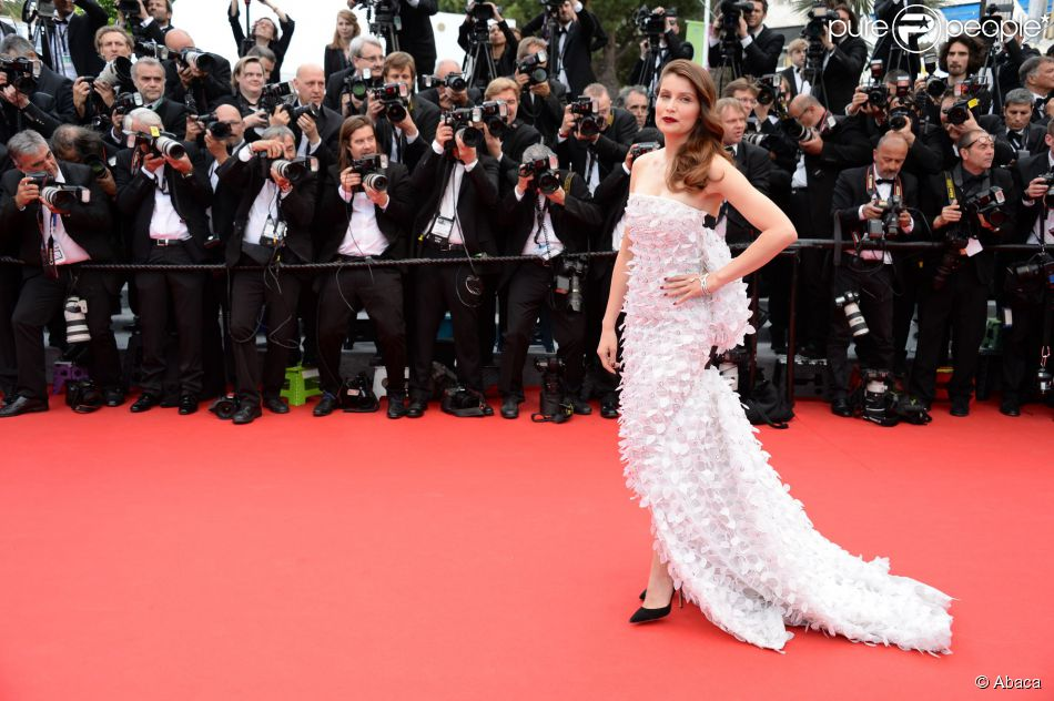 Laetitia Casta, sublime égérie L'Oréal Paris, arrive à la projection du film Grace de Monaco à Cannes le 14 mai 2014
