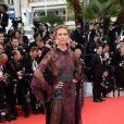 Karlie Kloss (coiffée et maquillée par L'Oréal Paris) arrive à la projection du film Grace De Monaco le 14 mai 2014