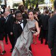Noom Diawara et Amelle Chabhi lors de la montée des marches de The Homesman à l'occasion du 67e Festival de Cannes, le 18 mai 2014.