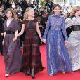 Lou De Laâge, Mélanie Laurent, Joséphine Jappy, Isabelle Carré, Claire Keim (Robe de Jay Ahr et j-bijoux AMP Monaco) à la montée des marches de Respire, à l'occasion du 67e Festival de Cannes, le 18 mai 2014.