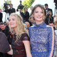 Mélanie Laurent et Joséphine Jappy à la montée des marches de Respire, à l'occasion du 67e Festival de Cannes, le 18 mai 2014.