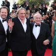 Sepp Blatter, Gérard Depardieu et Frédéric Auburtin à la montée des marches d'United Passion, à l'occasion du 67e Festival de Cannes, le 18 mai 2014.