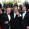Gérard Depardieu avec l'équipe du film United Passions à la montée des marches de The Homesman, à l'occasion du 67e Festival de Cannes, le 18 mai 2014.