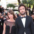 Axelle Laffont et son compagnon Cyril Paglino à la montée des marches de The Homesman, à l'occasion du 67e Festival de Cannes, le 18 mai 2014.