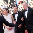 """Marion Cotillard, Fabrizio Rongione et Luc Dardenne - Montée des marches du film """"Deux jours, une nuit"""" lors du 67 ème Festival du film de Cannes le 20 mai 2014."""
