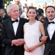 """Jean-Pierre Dardenne, Marion Cotillard et Luc Dardenne - Montée des marches du film """"Deux jours, une nuit"""" lors du 67 ème Festival du film de Cannes le 20 mai 2014."""