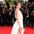 """Elsa Zylberstein (Bijoux Van Cleef & Arpels) - Montée des marches du film """"The Search"""" lors du 67e Festival du film de Cannes le 21 mai 2014"""