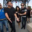 Kim Kardashian s'est rendue à la tour Eiffel avec son meilleur ami - Paris 22 mai 2014
