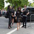 Kim Kardashian et sa soeur Kourtney sont allées déjeuner à l'Avenue puis à la boutique Baby Dior. Plus tard, Kim s'est rendue à la tour Eiffel avec son meilleur ami - Paris 22 mai 2014