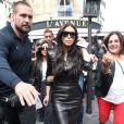 Kim Kardashian et Kourtney Kardashian - Kim Kardashian a été déjeuner à l'Avenue puis faire du shopping chez Baby Dior avant de se rendre à la Tour Eiffel - Paris le 22 mai 2014