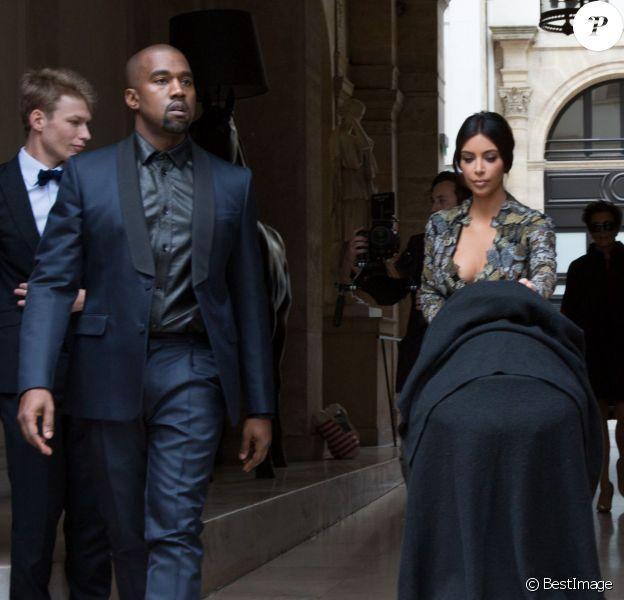 Kanye West, Kim Kardashian et leur fille North se rendent au château de Wideville, propriété de Valentino, pour le brunch de coup d'envoi de leur mariage. Paris, le 23 mai 2014.