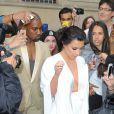 Kim Kardashian et Kanye West quittent leur domicile parisien pour se rendre au château de Versailles. Le 23 mai 2014.