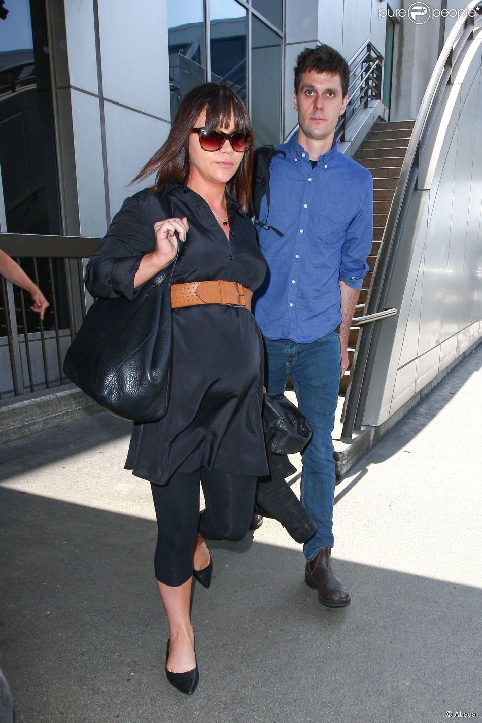 Christina Ricci, accompagnée de son mari James Heerdegen, dévoile son ventre de future maman, à Los Angeles le 23 mai 2014
