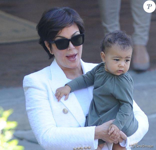 Kris Jenner et sa petite-fille North, au lendemain du mariage de Kim Kardashian et Kanye West, quittent l'hôtel Belmond Villa San Michele. Le 25 mai 2014.