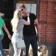 Seann William Scott avec sa compagne et son chien à New York le 25 mai 2014.