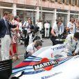 Pierre Casiraghi et sa compagne Beatrice Borromeo très intéressés par la mécanique de pointe des monoplaces, le 25 mai 2014 au Grand Prix de Monaco