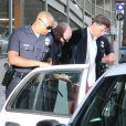 Vitalii Sediuk, arrêté et menotté par les policiers sur le tapis rouge de Maléfique après avoir agressé Brad Pitt à Los Angeles le 28 mai 2014. Il a sauté les barrières, a tenté de l'embrasser et l'a frappé au visage