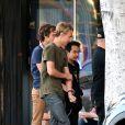 Maddox Jolie-Pitt, le fils d'Angelina et Brad, avec ses amis à Los Feliz (Los Angeles) le 26 avril 2014