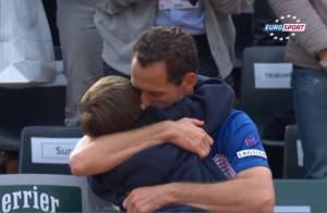 Michaël Llodra en larmes dans les bras de son fils : Ses adieux à Roland-Garros