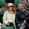 Astrid Bard et Yann Delaigue, futurs parents heureux lors du quatrième jour des Internationaux de France à Roland-Garros, le 28 mai 2014 à Paris
