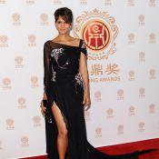Halle Berry, éblouissante dans sa robe fendue devant la glamour Lucy Liu