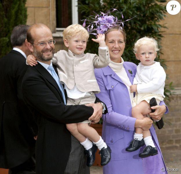 Lord et Lady Nicholas Windsor avec leurs enfants Albert et Leopold au mariage du prince Georg Friedrich de Prusse et de la princesse Sophie d'Isenbourg le 27 août 2011 à Potsdam.