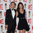 Davy Sardou (prix du meilleur acteur dans un second rôle) et sa femme Noémie Elbaz lors de la 26e nuit des Molières aux Folies Bergère à Paris, le 2 juin 2014.