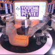 Le plateau de Touche pas à mon poste vide de ses chroniqueurs et du public sur décision de Cyril Hanouna, le mercredi 4 juin 2014.