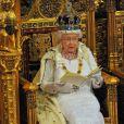 La reine Elizabeth II lors de son discours du Trône 2014, pendant lequel un jeune page de 12ans s'est évanoui. Image de la cérémonie d'inauguration du Parlement, dans la Chambre des Lords au Palais de Westminster, par la reine Elizabeth II, le 4 juin 2014.