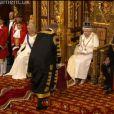 Quatre jeunes pages d'honneur officiaient lors de l'inauguration du Parlement par la reine Elizabeth II le 4 juin 2014 au palais de Westminster, à Londres. L'un d'eux, Charles Hope, vicomte Aithrie, a été victime d'un malaise...
