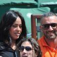 Amel Bent et son ami lors des Internationaux de France de tennis de Roland-Garros à Paris, le 5 juin 2014.