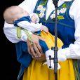 La princesse Madeleine de Suède, son mari Chris O'Neill et leur fille la princesse Leonore ont accueilli le public pour la journée portes ouvertes du palais royal, à Stockholm, à l'occasion de la Fête nationale le 6 juin 2014. Il s'agissait par la même occasion de la présentation en chair et en os du bébé à ses compatriotes suédois.