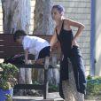 Exclusif - Nicole Richie partage un moment avec son fils Sparrow avant de se rendre à la salle de gym à Los Angeles le 2 juin 2014