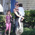Exclusif - Nicole Richie emmène ses enfants Harlow et Sparrow dans une salle de gym à Los Angeles le 2 juin 2014.