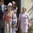 La princesse Estelle de Suède entre Tatjana D'Abo et sa mère la princesse Victoria à la sortie de la chapelle royale après le baptême de la princesse Leonore à Stockholm le 8 juin 2014.