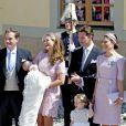 La princesse Estelle de Suède lors de la séance photo des parrains et marraines à la sortie de la chapelle royale après le baptême de la princesse Leonore à Stockholm le 8 juin 2014.