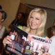 """Katherine Kelly Lang découvre le magazine Français édition spécial """"TV grandes chaines"""" qui fêtera le 25ème anniversaire de """"Amour, gloire et beauté"""" qui sera diffusé sur France 2 le 11 juin 2014, le 8 juin 2014 à Monte-Carlo"""
