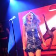 Showcase de Kylie Minogue à l'occasion du 25e anniversaire de Magnum à la plage Magnum à Cannes, le 21 mai 2014.