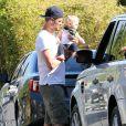 Exclusif - Josh Duhamel avec son fils Axl à Brentwood, le 12 juin 2014.